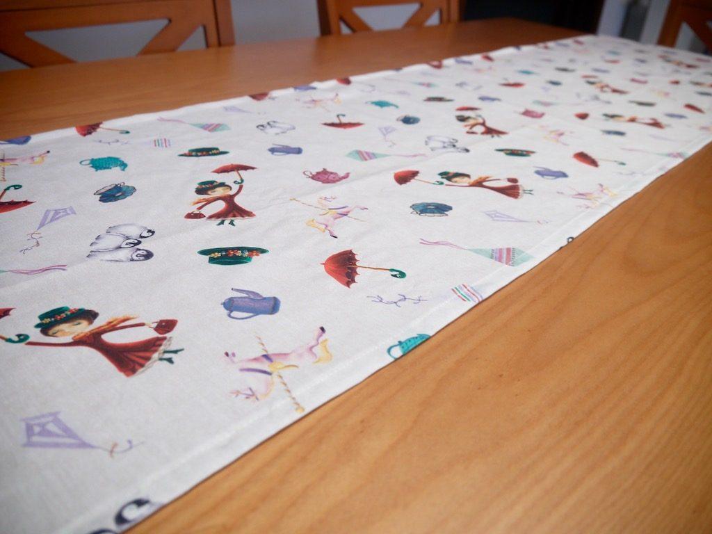 Camino de mesa, mary poppins, mantel, salvamantel